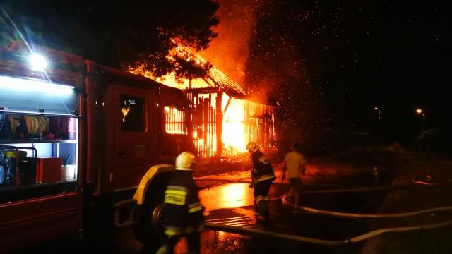 Pożar budynku gospodarczego w Przeciszowie – ZDJĘCIA! FILM!