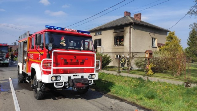 Pożar budynku mieszkalnego w Brzeszczach. Strażacy z OSP Bór, prowadzą zbiórkę dla pogorzelców - InfoBrzeszcze.pl