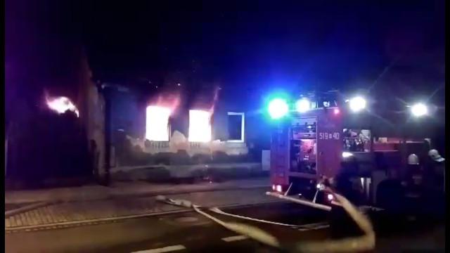Pożar budynku w Kętach. ZDJĘCIA, FILM !