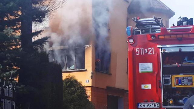 Pożar domu w Przeciszowie. Mężczyzna wyskoczył z okna. ZDJĘCIA, FILM!