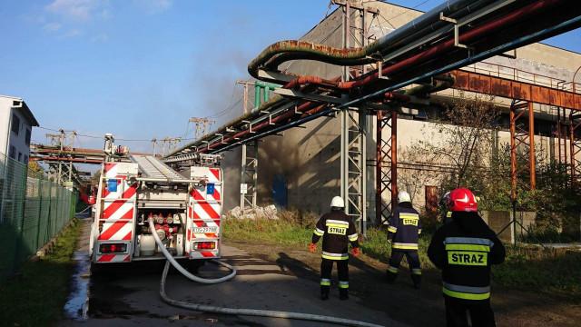 Pożar hali w Chełmku, na miejscu kilka zastępów JRG i OSP ! ZDJĘCIA !