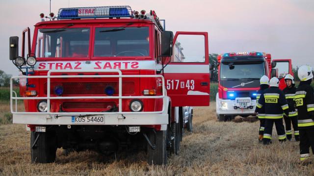 Pożar kombajnu rolniczego w Podolszu. FILM, ZDJĘCIA!