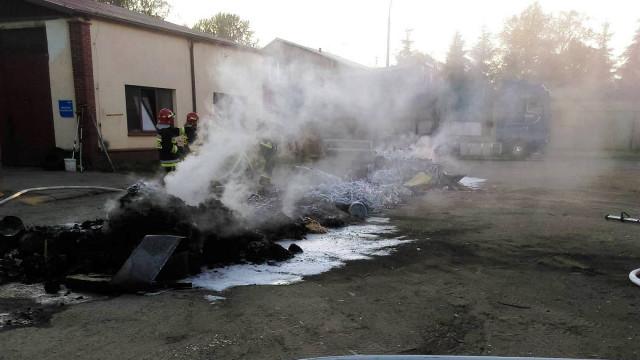 Pożar kontenera na terenie firmy w Trzebieńczycach.  ZDJĘCIA !