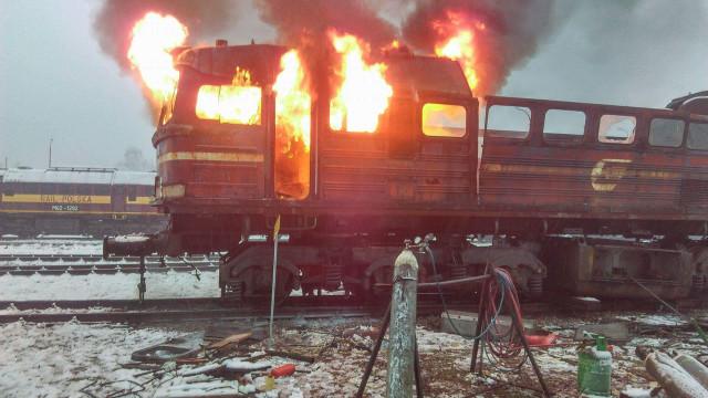 Pożar lokomotywy we Włosienicy. ZDJĘCIA, FILM !