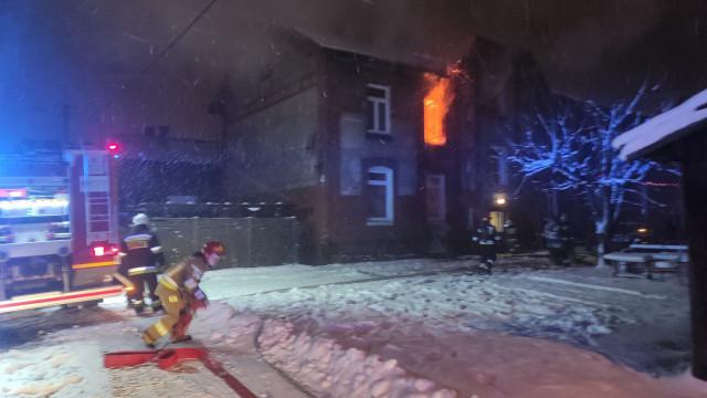 Pożar mieszkania w Brzeszczach – FILM! ZDJĘCIA!