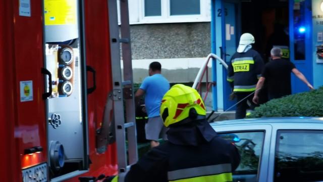 Pożar mieszkania w Kętach. W akcji strażacy z dwóch powiatów – ZDJĘCIA!