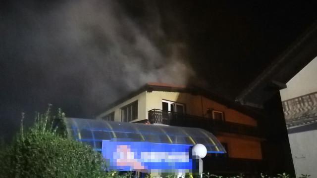 Pożar poddasza w Brzeszczach. ZDJĘCIA, FILM!