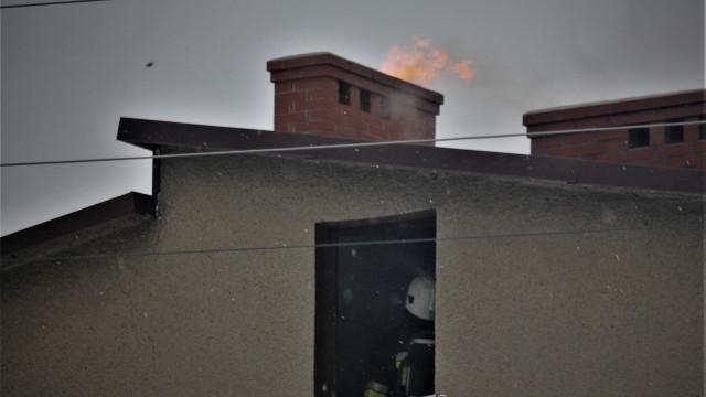 Pożar przewodu kominowego we Włosienicy – ZDJĘCIA!