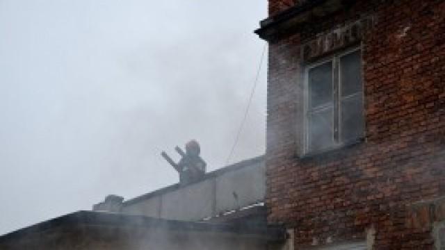 Pożar sadzy w kominie. Jak zapobiegać? Jak gasić?