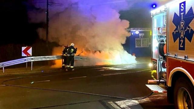 Pożar samochodu przy ul. Bielskiej - InfoBrzeszcze.pl