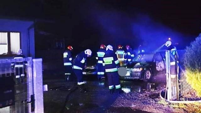 Pożar samochodu przy ulicy Łęckiej w Jawiszowicach- strażacy zapobiegli tragedii - InfoBrzeszcze.pl