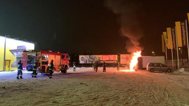 Pożar samochodu w Oświęcimiu – ZDJĘCIA, FILM!
