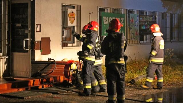 Pożar sklepu, w którym wcześniej doszło do włamania. ZDJĘCIA!