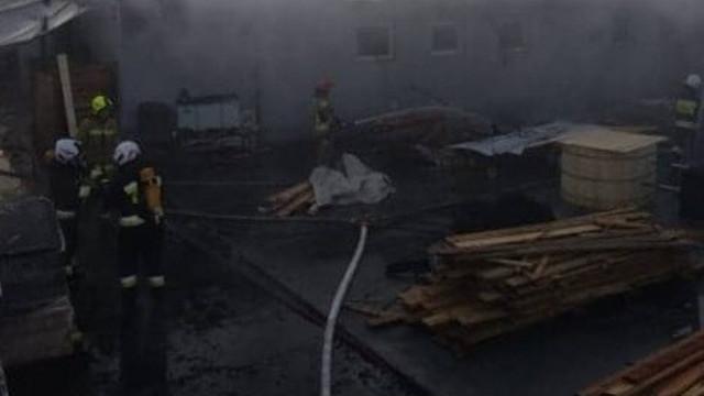 Pożar w Przeciszowie koło Oświęcimia. Pali się tartak