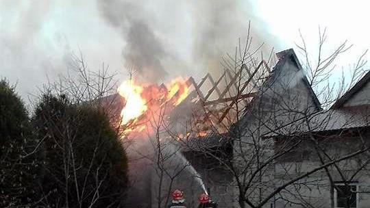 Pożar zabudowań oraz zadymienie budynku mieszkalnego w Łękach ! ZDJĘCIA !
