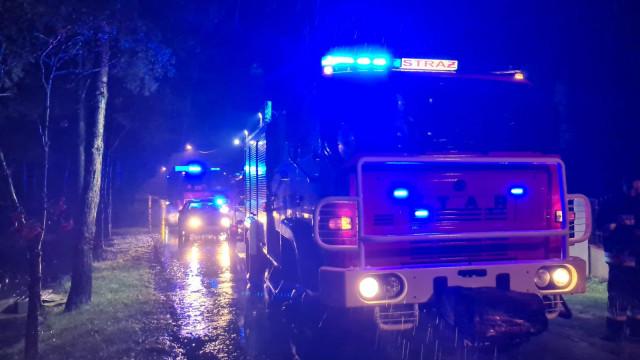 Pracowita doba strażaków, którzy zmagają się z skutkami silnych opadów deszczu – ZDJĘCIA!