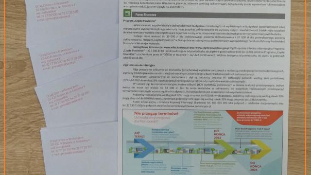 Pracownicy Urządu Gminy dostarczają mieszkańcom decyzje podatkowe - InfoBrzeszcze.pl