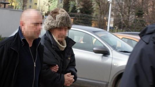 Prokurator przesłuchuje podejrzanego o uduszenie żony