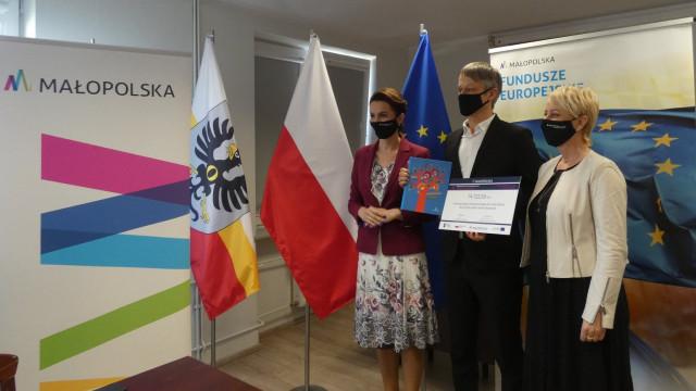 Promesa na zakup laptopów dla uczniów - InfoBrzeszcze.pl