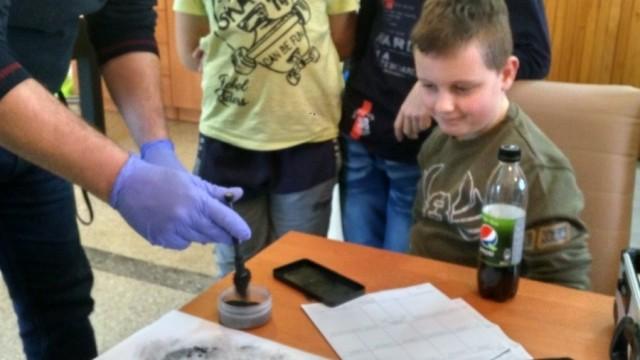 PRZECISZÓW. Dzieci i młodzież poznały pracę technika kryminalistyki