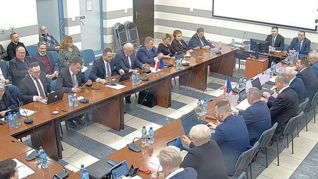 Przewodniczący Rady Gminy odwołuje kwietniowe sesje i komisje - InfoBrzeszcze.pl