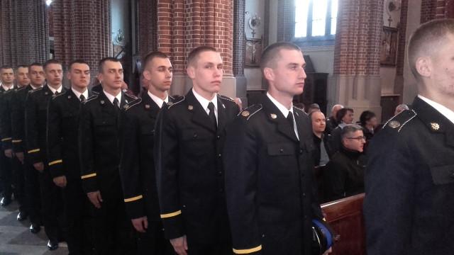 Przyszli oficerowie złożyli ślubowanie, wśród nich strażak OSP Brzeszcze ! ZDJĘCIA !