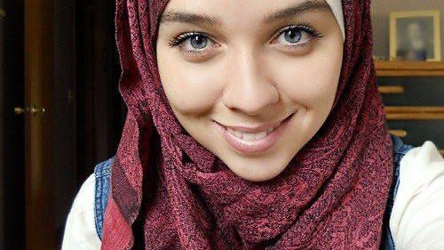 PUBLICYSTYKA. Fatima Akram - piękna bojowniczka z Bahrajnu