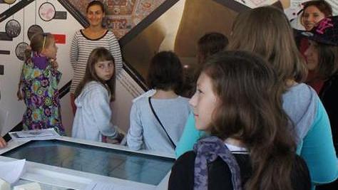 """""""Muzeum na kółkach"""" prezentujące historię społeczności żydowskiej w Polsce stanie na rynku"""