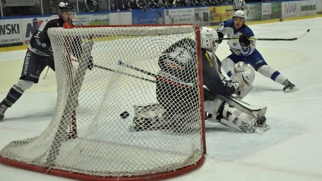 Re-Plast Unia Oświęcim po drugiej wygranej nad Lotosem Gdańsk jest w połowie drogi ćwierćfinału hokejowego play-off