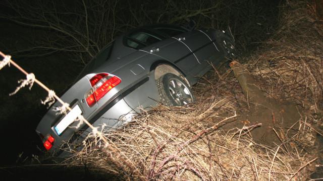 Rodzice dali mu auto, choć nie miał prawa jazdy. Chwilę później samochód wypadł z drogi