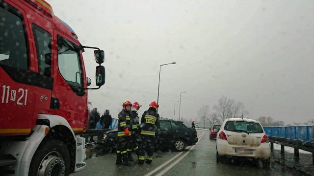 Ruch Wahadłowy na DK44 w Oświęcimiu po zderzenie dwóch pojazdów. FOTO!