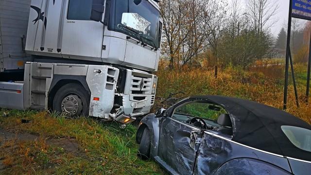 Samochód ciężarowy zderzył się z samochodem osobowym w Grojcu. ZDJĘCIA!