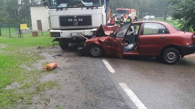 Samochód osobowy zderzył się z ciężarowym w Polance Wielkiej. ZDJĘCIA !