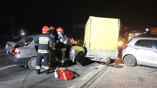 Samochód osobowy zderzył się z przyczepką na DK44. ZDJĘCIA !