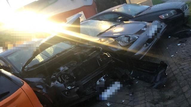 Samochodem wjechał w kilka zaparkowanych pojazdów – ZDJĘCIA!