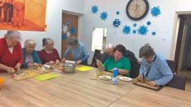 Seniorzy zapraszają dzieci na wspólne zajęcia. Mają niespodziankę!