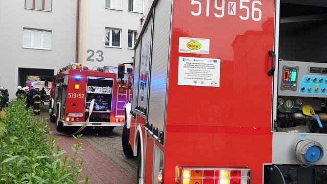Siłowe wejście strażaków do jednego z mieszkań na ulicy 1-maja w Brzeszczach -FOTO- InfoBrzeszcze.pl