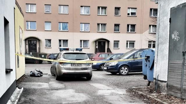 Śmierć pod osiedlowym sklepem - InfoBrzeszcze.pl