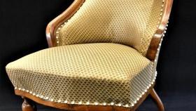 Sofa i berżera w mieszczańskim saloniku