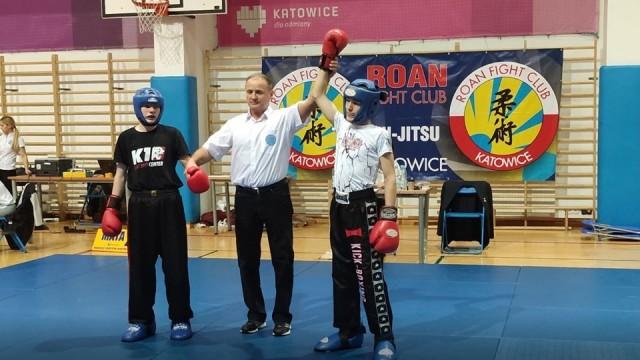 SPORTY WALKI. Sukcesy oświęcimian w otwartej lidze kick-boxingu