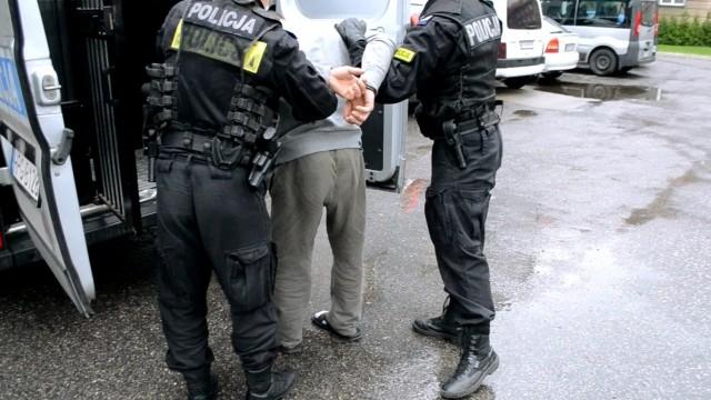 Sprawca znęcania z nakazem opuszczenia miejsca zamieszkania, zakazem zbliżania się oraz policyjnym dozorem