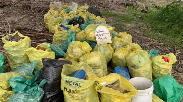 Stosy śmieci nad Jeziorem Mucharskim [ZDJĘCIA]