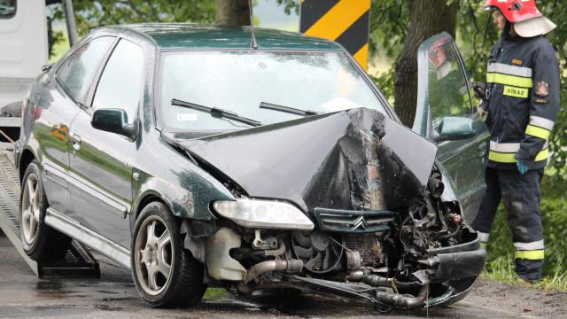 Stracił panowanie nad pojazdem i uderzył w barierki. ZDJĘCIA !