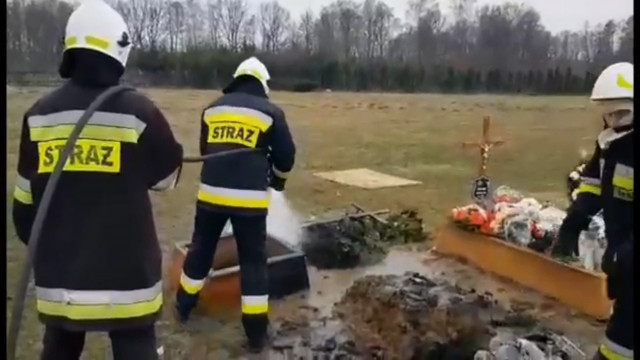 Strażacy gasili palący się …. nagrobek. FILM !