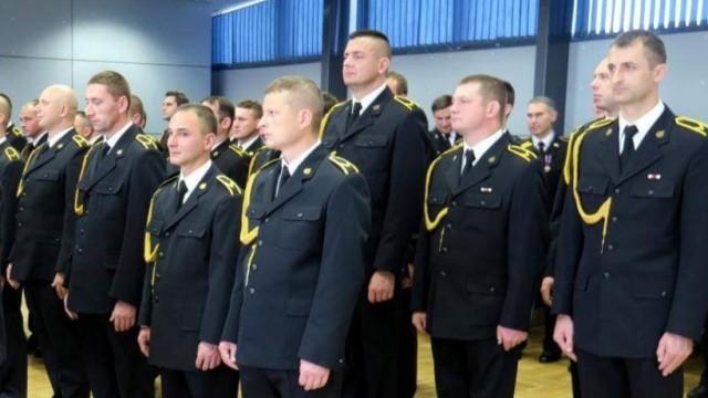 Strażacy KP PSP w Oświęcimiu awansowani na wyższe stopnie służbowe podczas zbiórki z Okazji Narodowego Święta Niepodległości