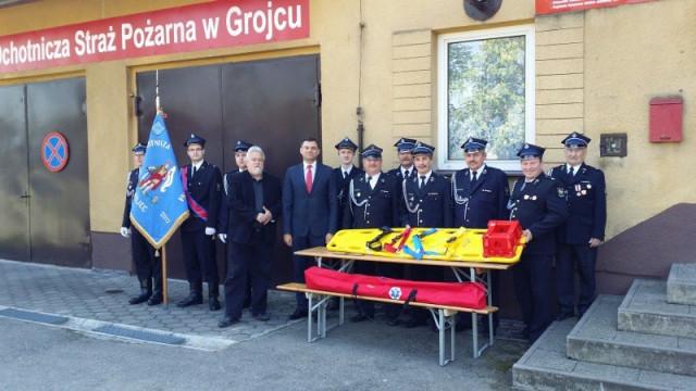 Strażacy otrzymali deskę do ratowania życia