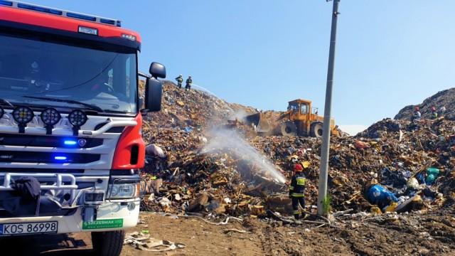 Strażacy walczą z pożarem brzeszczańskiego składowiska odpadów - InfoBrzeszcze.pl