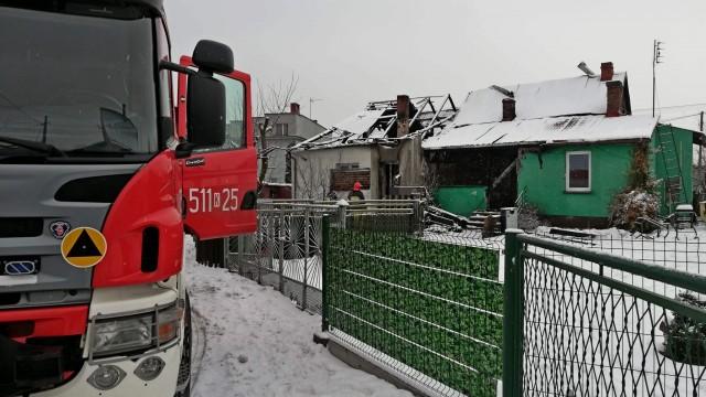 Strażacy zabezpieczali budynki, które paliły się w Babicach. ZDJĘCIA!