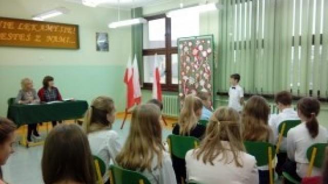 Szkolny konkurs recytacji poezji patriotycznej w Dwójce