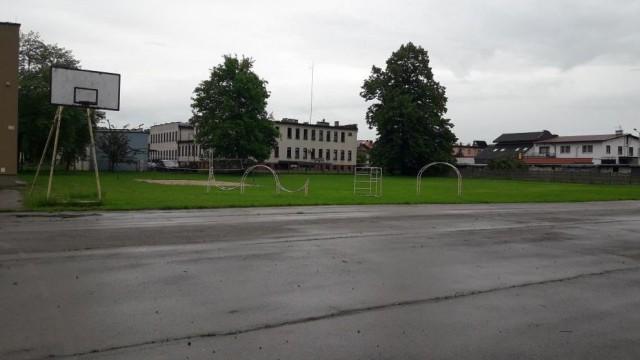 Szkoły Podstawowe nr 1 i 2 będą miały nowe boiska sportowe - InfoBrzeszcze.pl